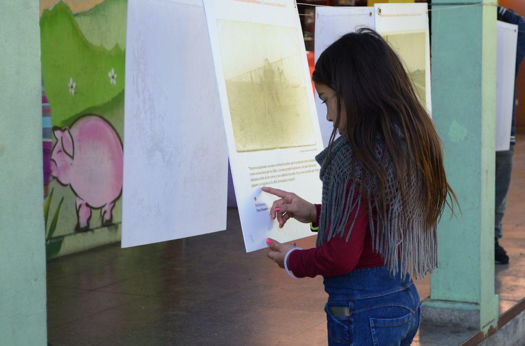 ¡El Colegio República de Austria recibe la exposición de la memoria social de la Población Santiago!